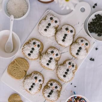 Simple snowmen cookies