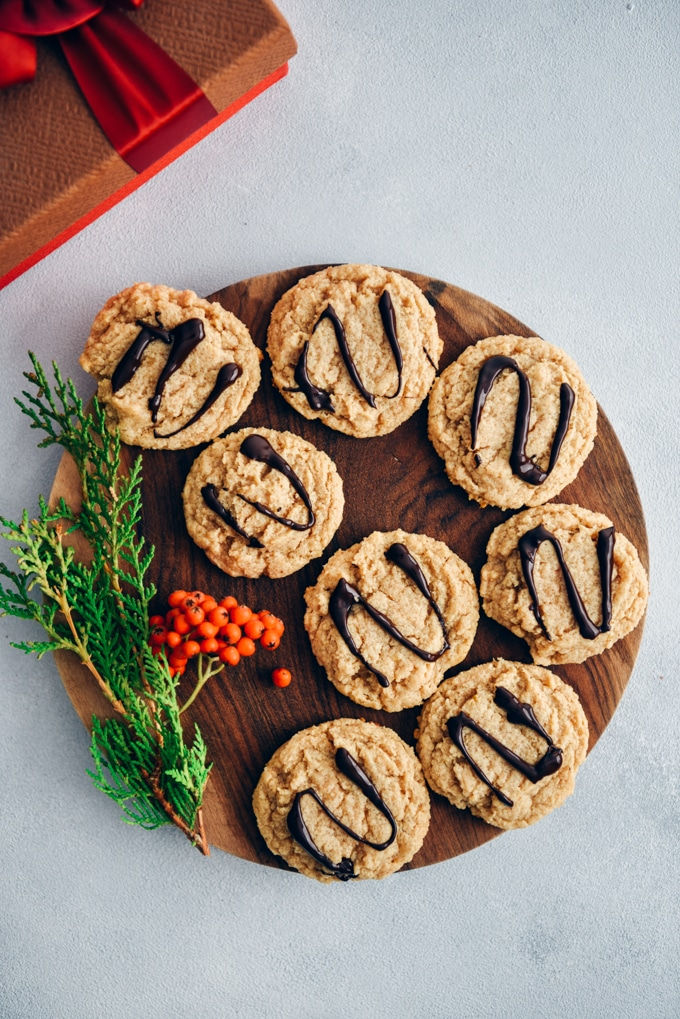 Vegan peanut butter cookies with chocolate drizzle