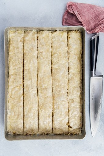 Cutting baklava in a baking sheet